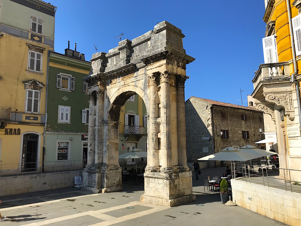arch of the sergii in pula croatia