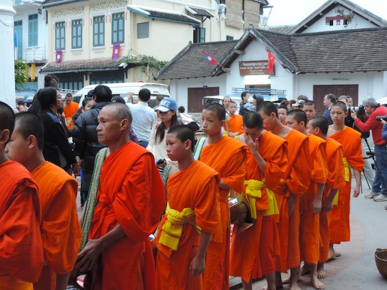 Almosenprozession Luang Prabang Laos